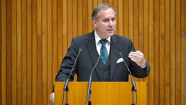 Rosenkranz dreht den U-Ausschuss endgültig ab (Bild: APA/ROLAND SCHLAGER)