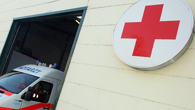 Autofahrerin stirbt bei Frontalkollision mit Lkw (Bild: Martin A. Jöchl)