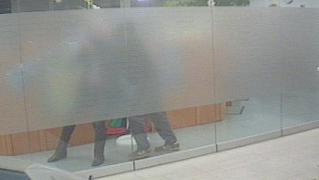 Banküberfall in OÖ: Sechsstelliger Betrag erbeutet (Bild: Polizei)