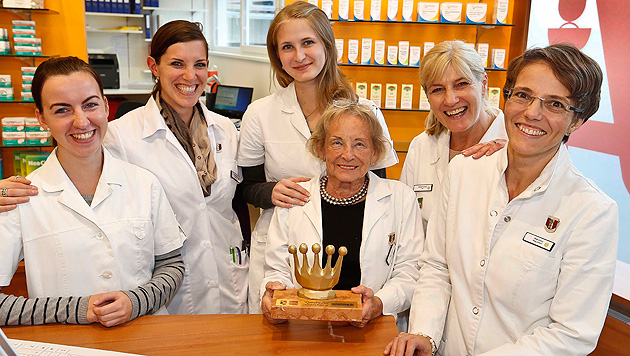 Frau eröffnet mit 80 Jahren in Salzburg eigene Apotheke (Bild: Markus Tschepp)