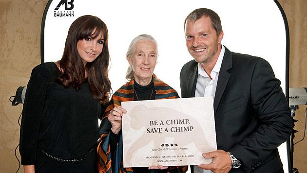 Die Promis machen sich für Manfred Baumann zum Affen (Bild: photo by ManfredBaumann.com)