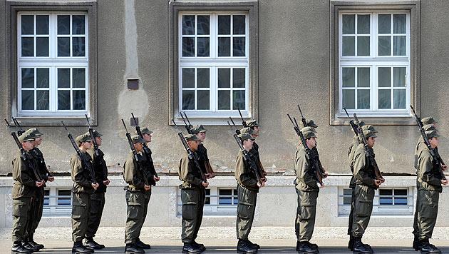 Nationalfeiertags-Appell: Schikanen im Heer abstellen! (Bild: APA/ROLAND SCHLAGER (Symbolbild))