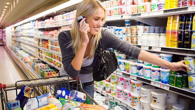 Britisches Kaufhaus bedient Kunden mit Handy am Ohr nicht (Bild: thinkstockphotos.de (Symbolbild))