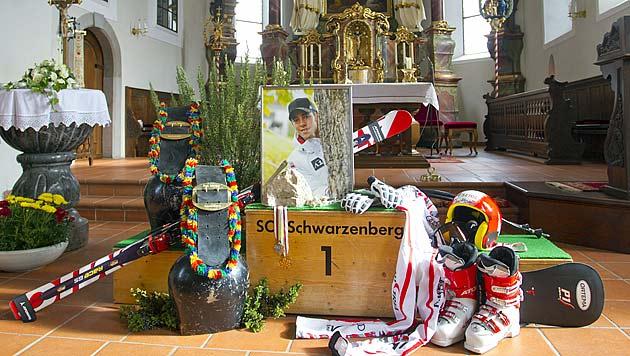 Abschied von ÖSV-Fahrer Björn Sieber in Schwarzenberg (Bild: APA/DIETMAR STIPLOVSEK)