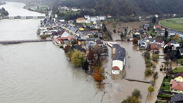 Flut in Lavamünd: 140 Opfer fordern Schadenersatz (Bild: APA/GERT EGGENBERGER)
