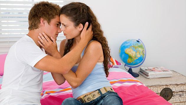 Richtig verhalten: Hilfe, mein Kind ist verliebt! (Bild: thinkstockphotos.de (Symbolbild))