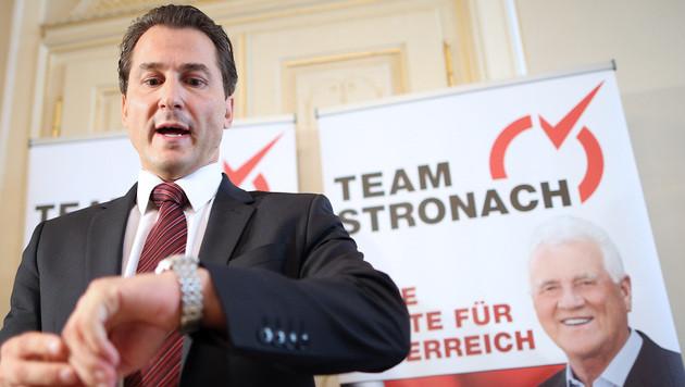 Team Stronach: Erste Million aus Kanada eingetroffen (Bild: APA/Georg Hochmuth)