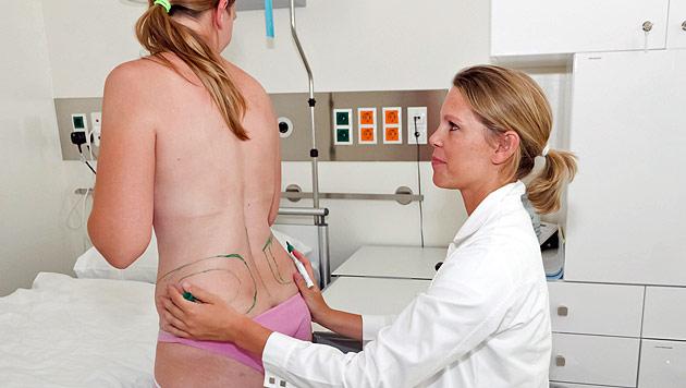 """""""Endlich schön"""": Puls 4 lässt Frauen schöner operieren (Bild: Puls 4/Harry Lechner)"""
