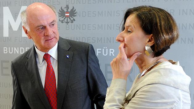 Traiskirchen: Pröll stellt Regierung Ultimatum (Bild: APA/Helmut Fohringer)