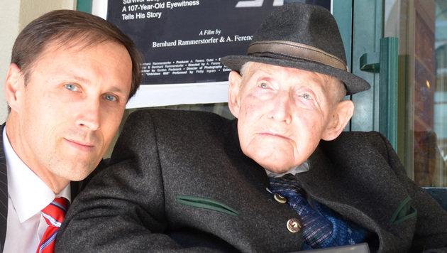 107-jähriger KZ-Überlebender aus OÖ präsentiert Film (Bild: APA/Monika Porkert)