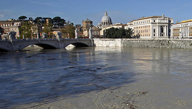 Nach Unwettern in Italien: Teile Roms �berschwemmt (Bild: EPA)