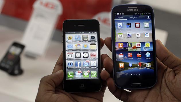 Smartphones: Bei Apple und Samsung sinken Marktanteile (Bild: AP)