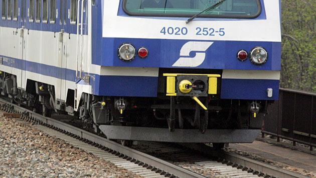 Pendler ärgern sich über schlechte Bahn-Verbindung (Bild: Andi Schiel)
