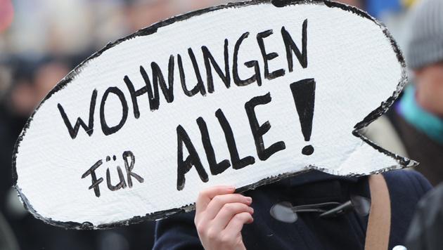 Mieten stiegen in 10 Jahren um 58%, Löhne nur um 22% (Bild: dpa/Angelika Warmuth (Symbolbild))