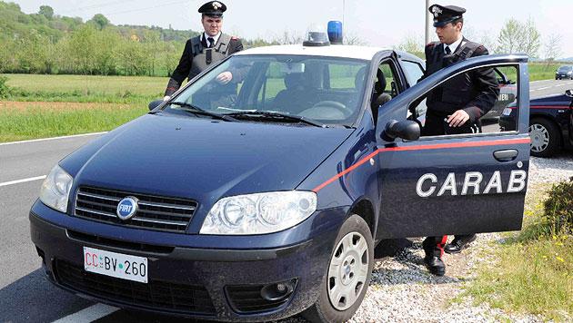 Heimische Polizisten von Carabinieri festgehalten (Bild: EPA (Symbolbild))