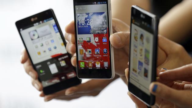 Fast jedes zweite Mobiltelefon bereits ein Smartphone (Bild: AP)