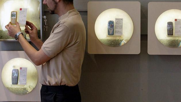 Schlechtes Zeugnis für Handy-Shops in Test der AK (Bild: Thomas Lohnes/dapd)