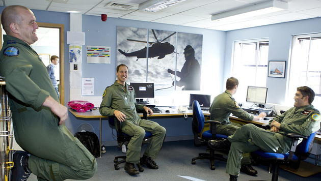 Sicherheitspanne mit Militär-Fotos von Prinz William (Bild: EPA)