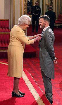 Queen verlieh Kate Winslet  britischen Verdienstorden (Bild: AP)