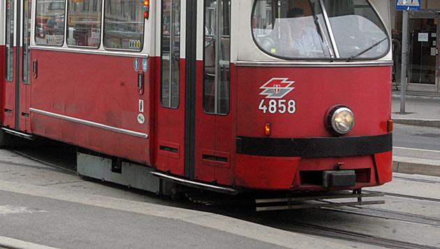 Wien: Straßenbahn mit Touristenbus kollidiert (Bild: Andi Schiel (Symbolbild))