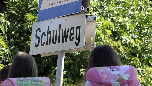 Auch im Westen und Süden beginnt wieder die Schule (Bild: APA/HARALD SCHNEIDER (Symbolbild))