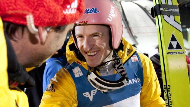 Severin Freund siegt vor Thomas Morgenstern (Bild: EPA)