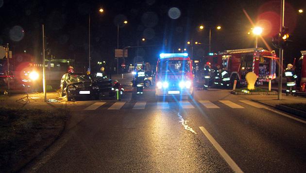 Pensionist stirbt auf dem Weg ins Spital bei Verkehrsunfall (Bild: FF Vöcklabruck)