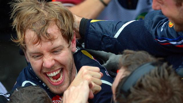 Für Champion Vettel beginnt jetzt der Party-Marathon (Bild: EPA)