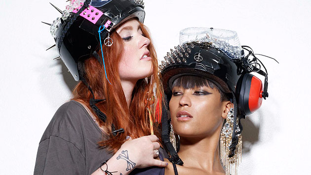 Icona Pop starten mit melodiösen Beats durch (Bild: Warner Music)