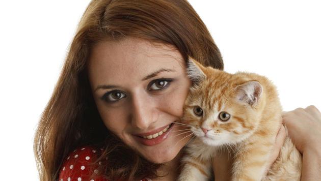 Was hinter seltsamem Katzen-Verhalten stecken kann (Bild: Photos.com/Getty Images)
