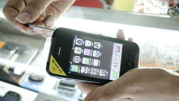 Verkauf gefälschter Smartphones ist kein Betrug (Bild: AP)