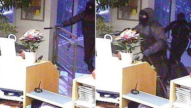 Bank in OÖ von Duo überfallen - Profis erneut am Werk? (Bild: APA/Polizei)