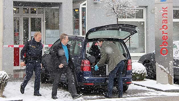Bank in OÖ von Duo überfallen - Profis erneut am Werk? (Bild: APA/REINHARD HÖRMANDINGER)