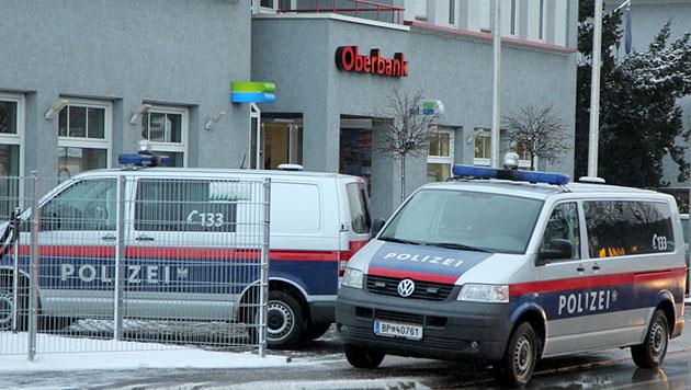 Bank in OÖ von Duo überfallen - Profis erneut am Werk? (Bild: APA/Philipp Wiatschka/SALZI.AT)