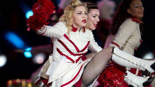 Madonna ist mit Oberschenkeln unzufrieden (Bild: AP)