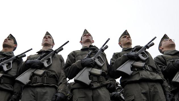 Die 20 wichtigsten Fragen zur Debatte �ber die Wehrpflicht (Bild: APA/HERBERT NEUBAUER)