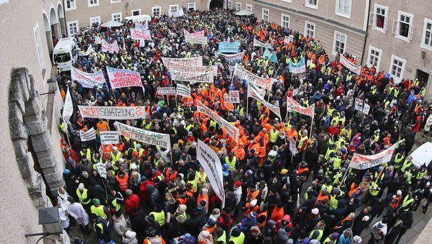 Salzburgs Beamte demonstrierten für mehr Gehalt (Bild: MARKUS TSCHEPP)