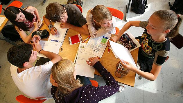 """Lehrer gegen """"Massenschüler-Haltung"""" (Bild: APA/HELMUT FOHRINGER)"""