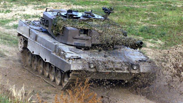 Allentsteig: Panzer in Graben gekippt - zwei Verletzte (Bild: Andi Schiel (Symbolbild))