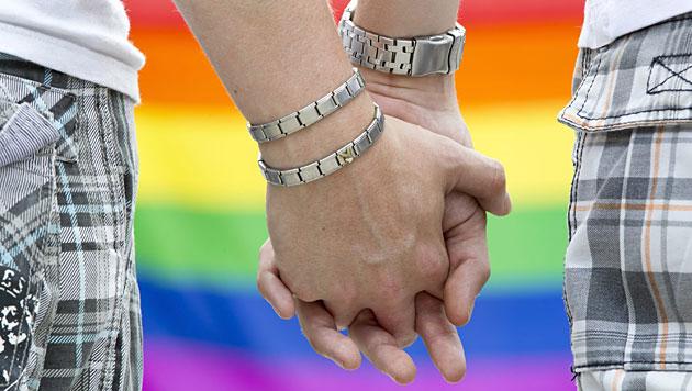Wieder mehr gleichgeschlechtliche Partnerschaften (Bild: APA/dpa/Michael Reichel)