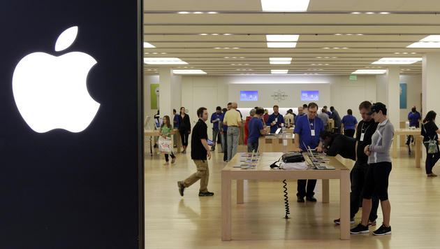 Frau wollte zu viele iPhones kaufen - mit Taser betäubt (Bild: AP (Symbolbild))