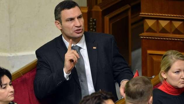 """Kiew: Klitschko droht mit seinen """"Atomwaffen"""" (Bild: AFP)"""