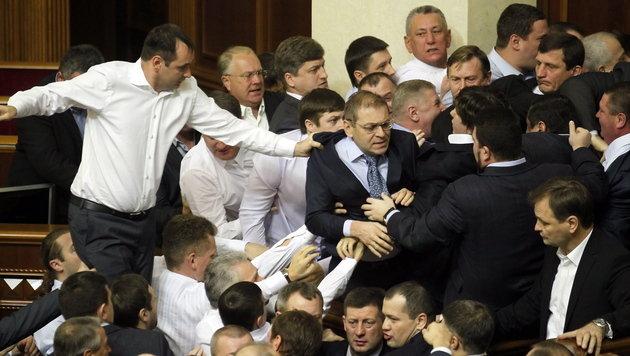 """Kiew: Klitschko droht mit seinen """"Atomwaffen"""" (Bild: EPA)"""