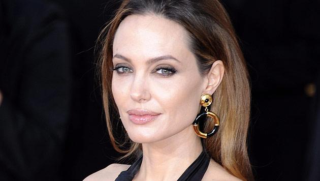 Angelina Jolie plant angeblich OP-Marathon vor Heirat (Bild: EPA)