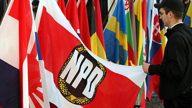 Deutsches Verfassungsgericht lehnt NPD-Verbot ab (Bild: dpa/Patrick Pleul)