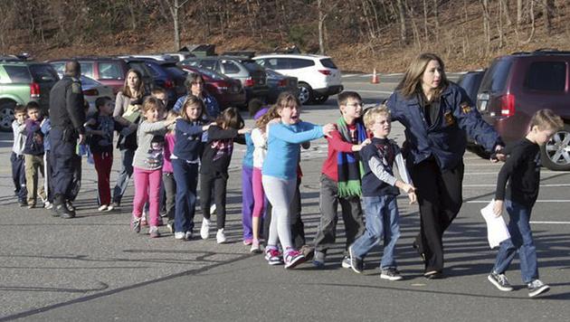 Grausamer Amoklauf an US-Volksschule (Bild: dapd)