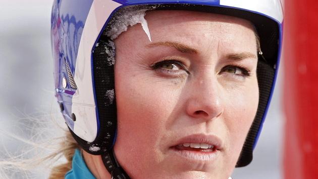 Lindsey Vonn bleibt bei spektakul�rem Abflug unverletzt (Bild: EPA)