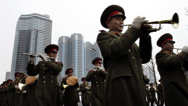 Nordkorea: Massen feiern erfolgreichen Raketentest (Bild: AP)