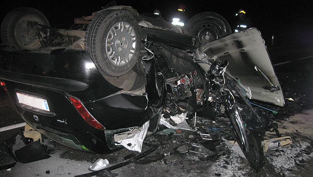 Frontalcrash in NÖ: Beide Lenker sterben in Wrack (Bild: APA/FF MOLD)