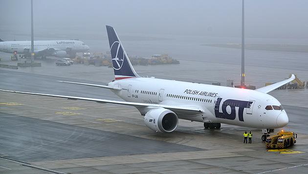 Dreamliner-Fl�ge nun auch in Europa untersagt (Bild: APA/HERBERT NEUBAUER)